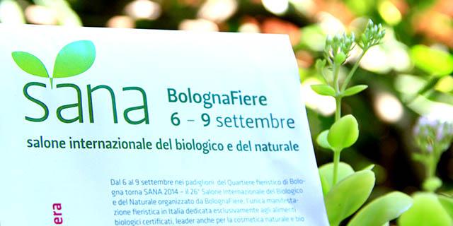 Volantino Sana Bologna 2014 con dietro fogliame