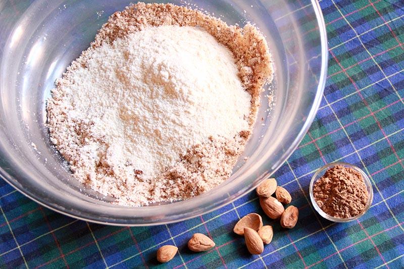 Farine di vario tipo per l'impasto dei cannoli crudisti siciliani