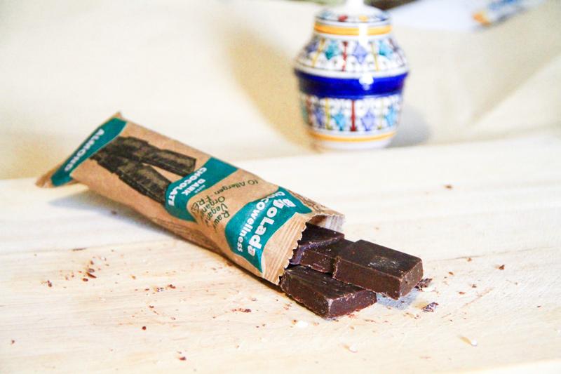 2 tavolette di cioccolato che fuoriescono dalla confezione
